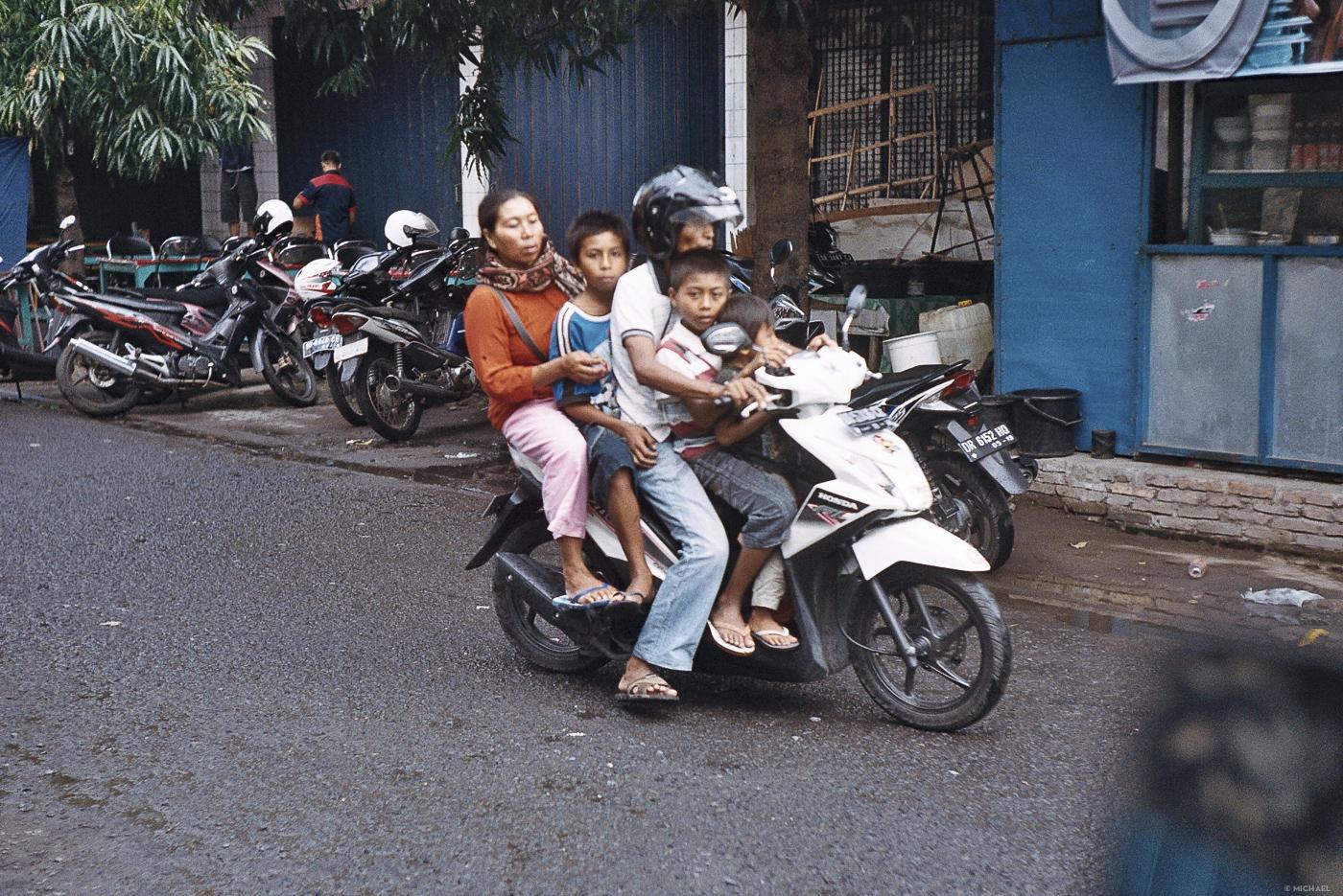 Art 51 Lombok75